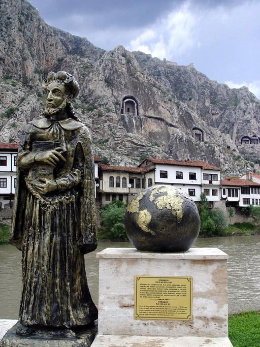 Statue du géographe Strabon à Amasya