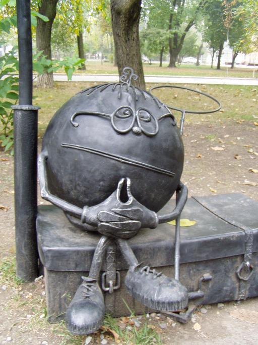 Statue du personnage de conte slave Kolobock