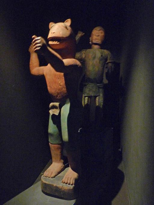 Statue du roi Glélé mi homme, mi lion