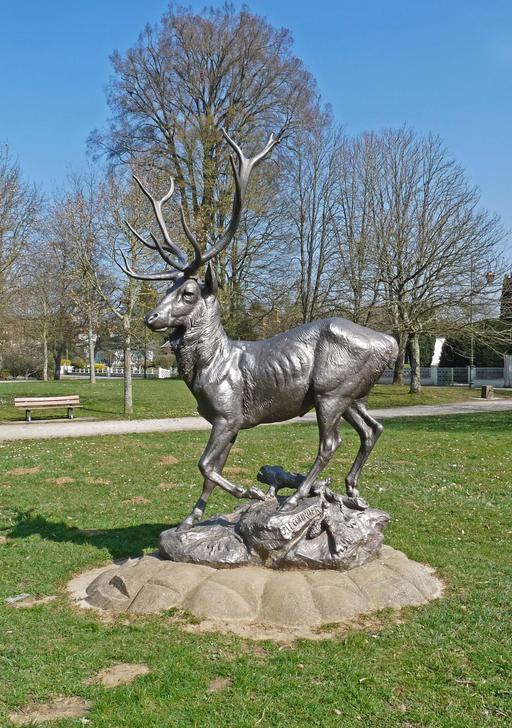 Statue en fonte d'un cerf