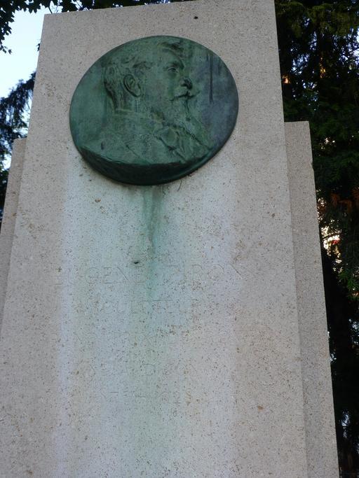 Stèle Eugène Piron au Jardin Darcy de Dijon