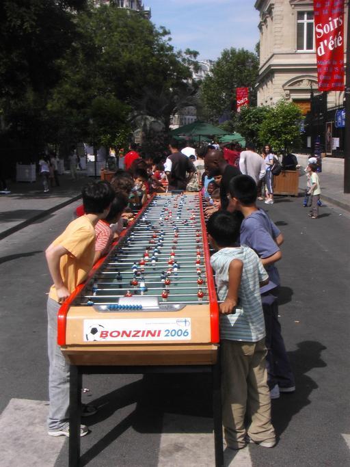 Table de baby-foot pour quarante joueurs