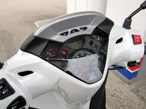 Tableau de bord d'un scooter Honda