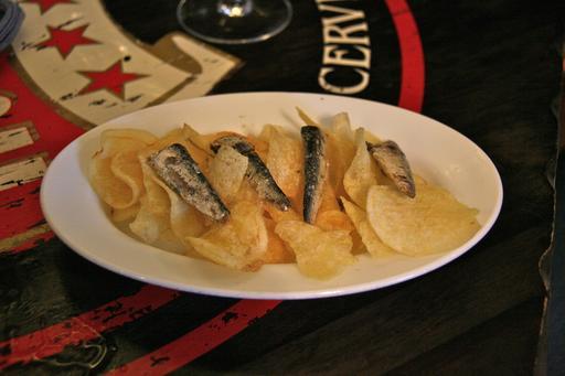 Tapas de sardines et frites