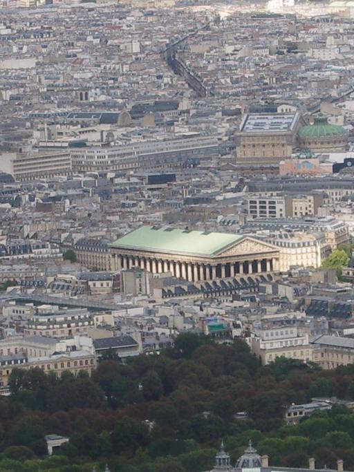 Toit en cuivre de la Madeleine à Paris