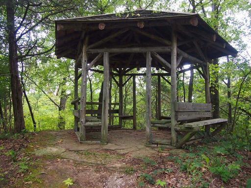 Tour de détente hexagonale en bois