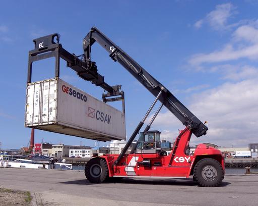 Tracteur lève-conteneur