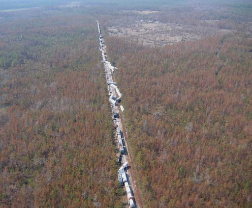 Train de marchandises démantelé par un cyclone