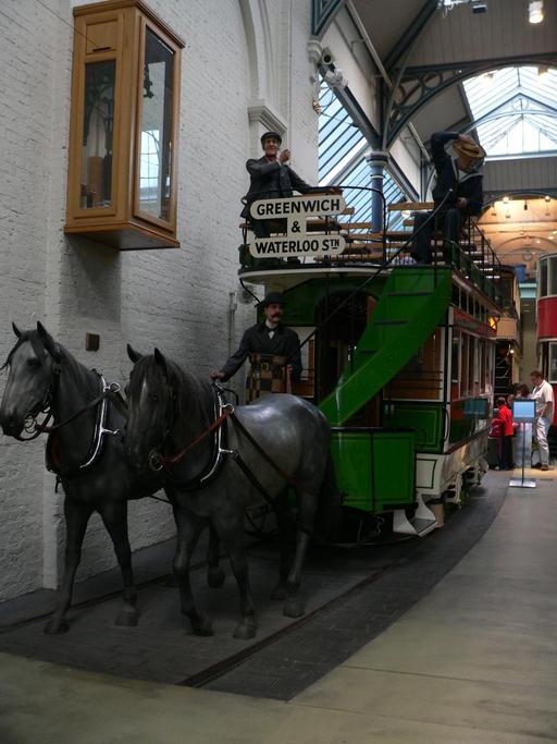 Tram tiré par des chevaux en 1882