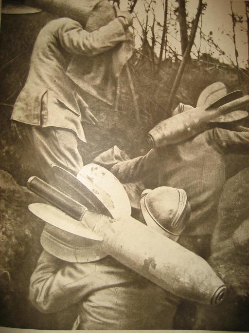 Transport d'obus dans une tranchée en 1916