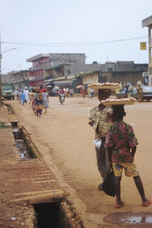 Transporteurs de nourriture au Cameroun