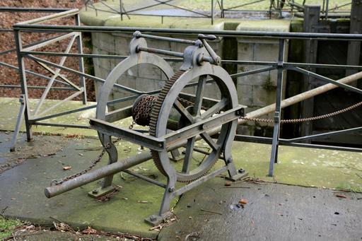 Treuil d'écluse de moulin à papier