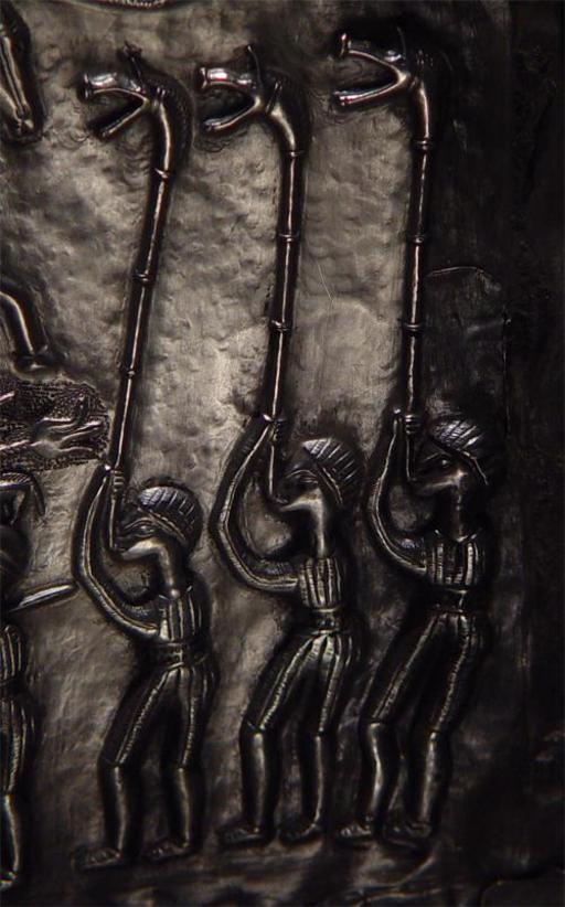 Trois sonneurs de carnyx du chaudron de Gundestru