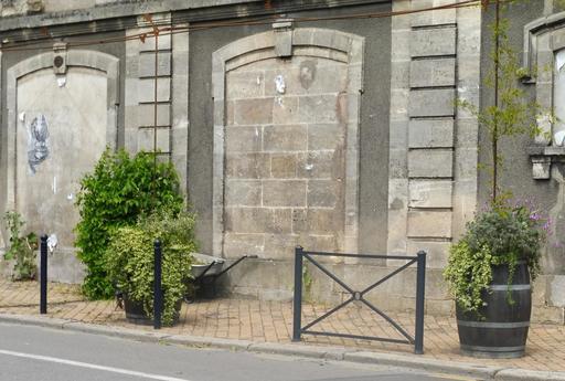Trottoir fleuri à Bordeaux-Belcier