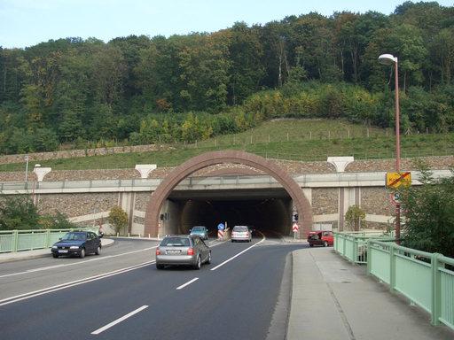 Tunnel sous la montagne