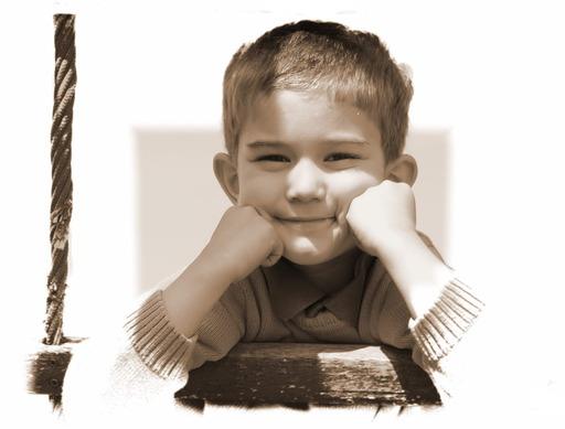 Un petit garçon heureux