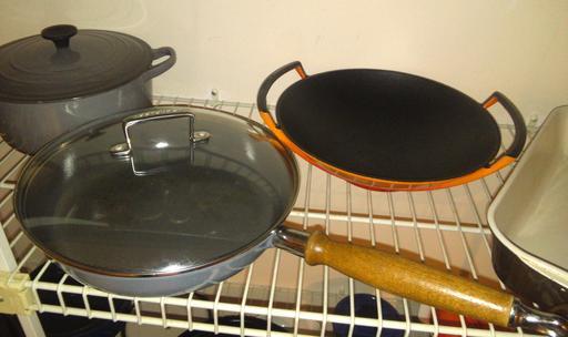 Ustensiles de cuisine en fonte émaillée