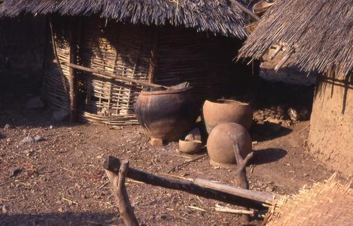 Vases en terre cuite sénégalais