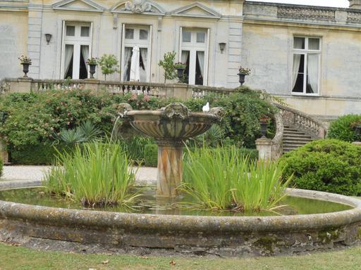 Vasque aux lions dans le parc du Château Malleret à Cadaujac