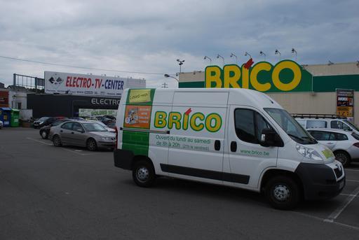 Véhicule publicitaire de supermarché belge