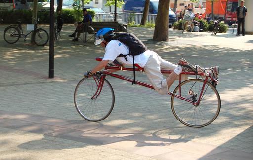 Vélo horizontal sur le ventre