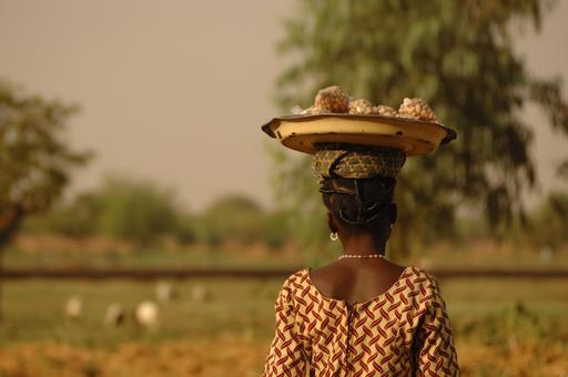 Vendeuse d'arachides à Ouagadougou