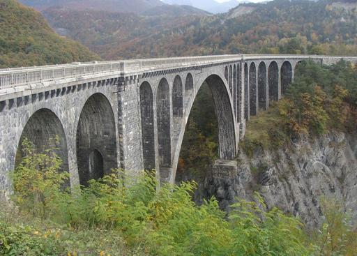Viaduc ferroviaire de Roizonne