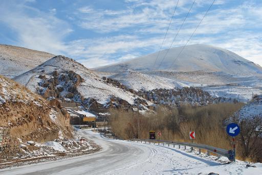 Village troglodyte en hiver en Iran