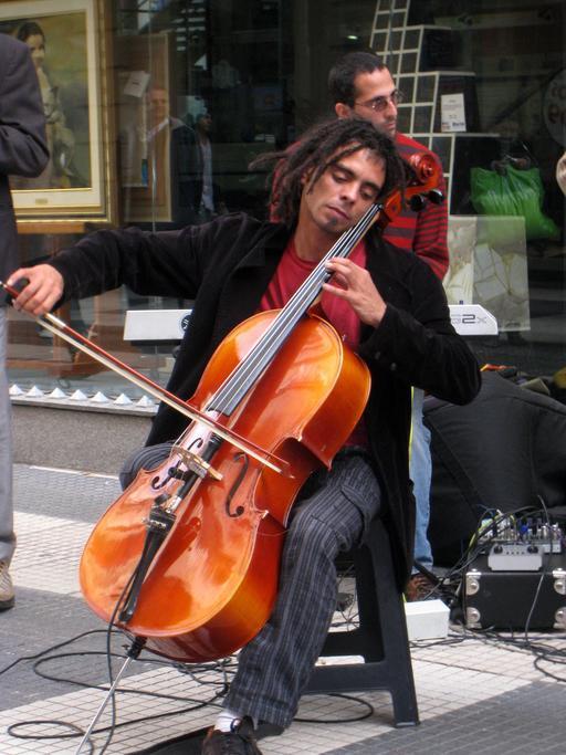 Violoncelliste de rue à Buenos Aires