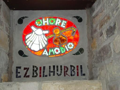 Vitrail basque sur le chemin de Saint-Jacques de Compostelle
