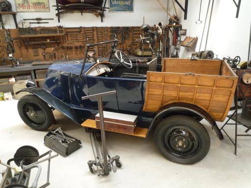 Voiture Renault des années 1920