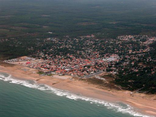 Vue aérienne d'une plage médocaine