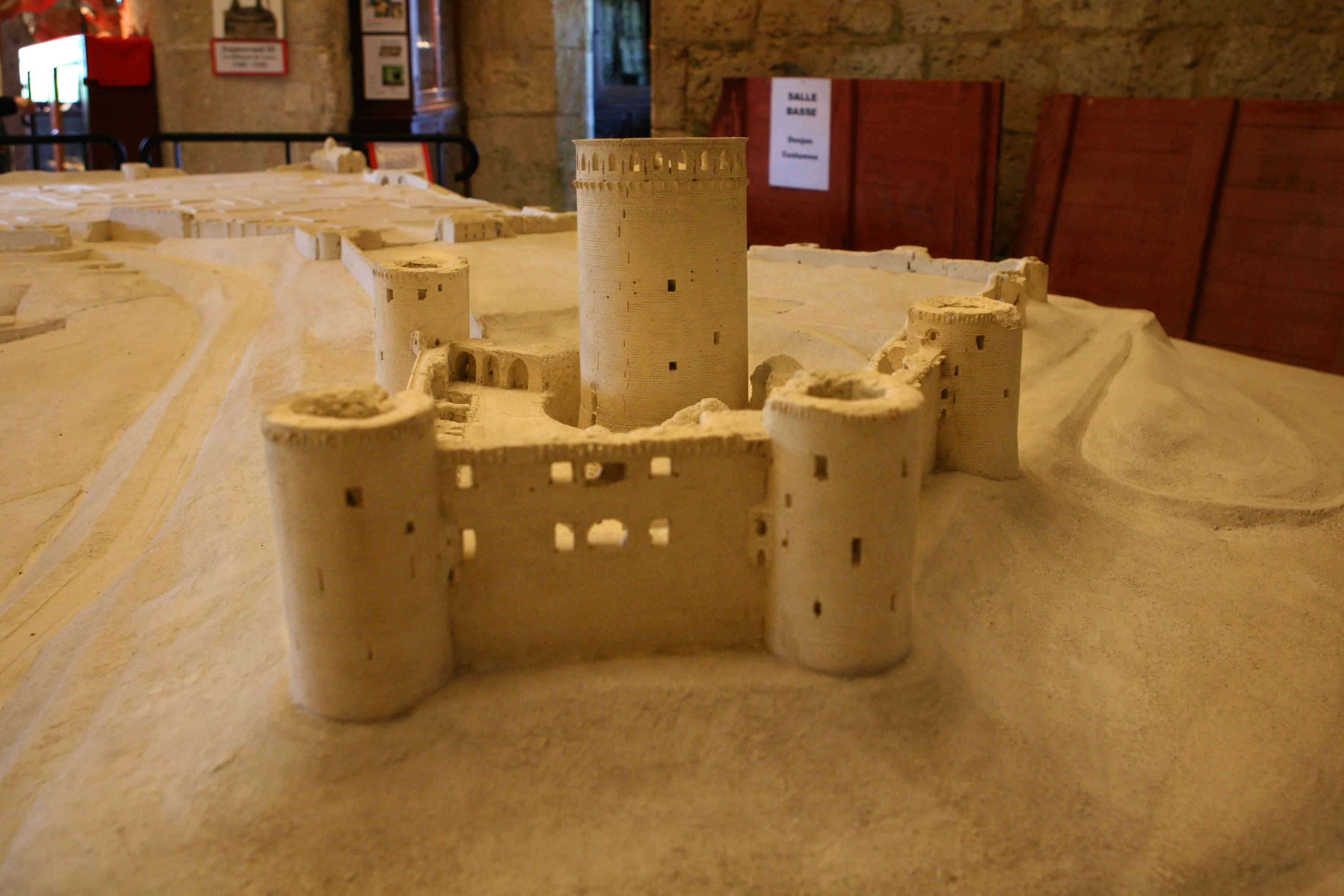 maquette de chateau en pierre. Black Bedroom Furniture Sets. Home Design Ideas